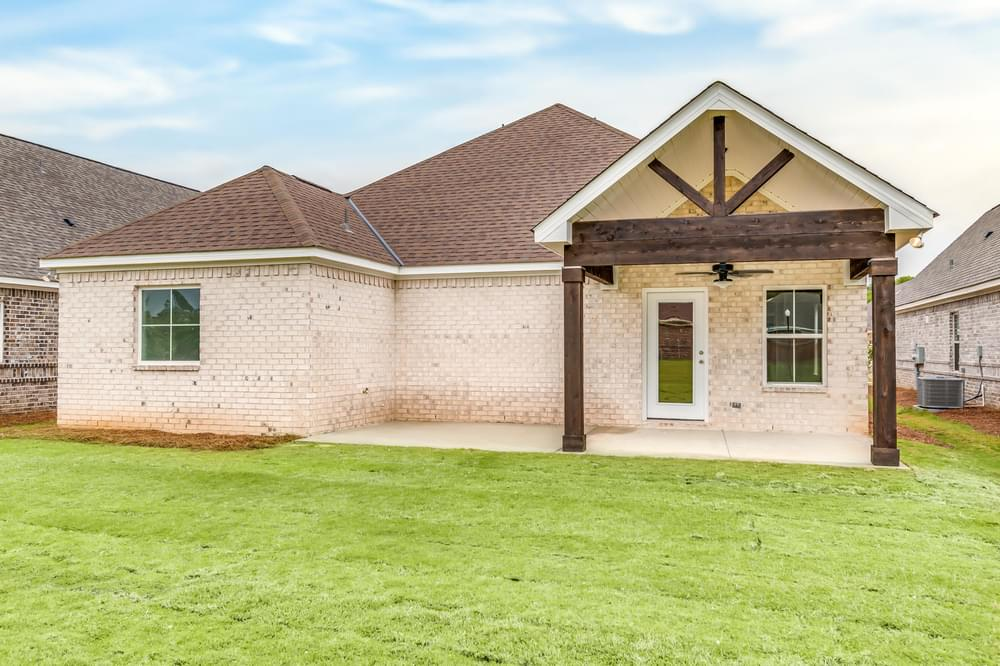 2,350sf New Home in Smiths Station, AL